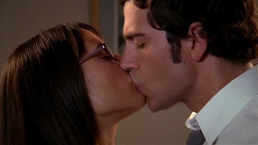Chuck and Jill kiss