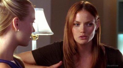 Sarah stopping Carina from hurting Morgan