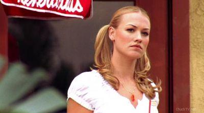 Sarah watching Chuck run after Lou