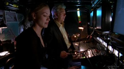 Roan and Sarah ready to talk Chuck through this mission