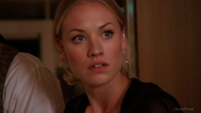 Sarah not cool with another woman kissing Chuck